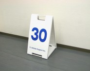 樹脂看板 スタンドプレート SP-601 ホワイト Y's Athlete support Inc.様