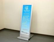アルミ押型材使用 片面スタンド看板 SQUASH-KT  スカッシュKT 有限会社フォーレイズ様